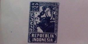 Ini dia, si perangko tua yang langka sekaligus menjadi perangko pertama terbit di Indonesia. Ssst, perangko ini pertama kali diterbitkan tahun 1946!!! Wah, sudah tua sekali, ya.Presiden pertama RI, Soekarno Hatta yang pertama kali manerbitkan
