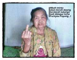 Gambar Gambar Lucu gambar nenek lucu fuck you Gambar-Gambar Lucu – Nenek Lucu – Cu… nenek barusan kena FuckYou Payung bisa minta obat merah ga nih?? haduhhhh.. lucu gan… nenek gaul banget nih… wkwkwkw