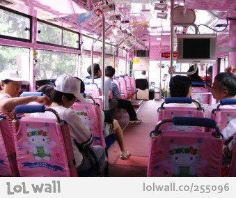 Wow.... Bus Hello Kitty
