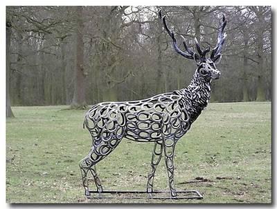 Siapa Sangka Patung rusa ini hasil kreasi dari Tapal kuda..?? unik ya