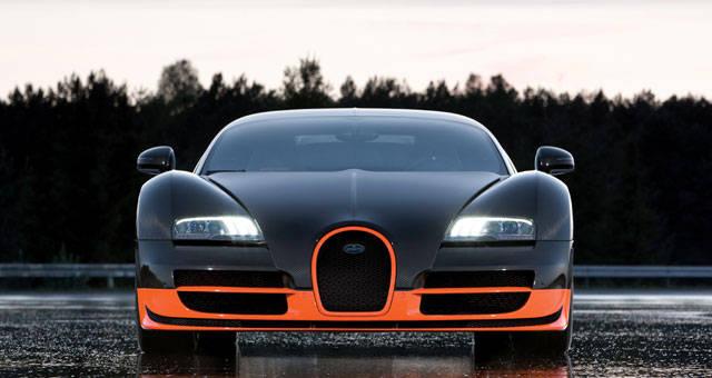 Bugatti Veyron Super Sport adalah mobil termahal dan tercepat pada tahun 2012. Mobil ini dicatat secara resmi sebagai mobil tercepat di dunia versi Guinness World of Record dengan kecepatan maksimalnya 431 km/jam.