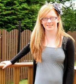 Gadis ini Bisa Mati jika Menyisir Rambutnya