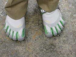 sepatu yang unik dan nyaman ....(^_x)