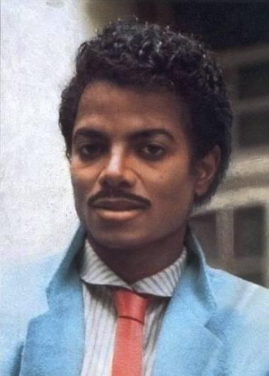 Beginilah kira2 tampang Michael Jackson di umur 40 jika dia tidak melakukan operasi plastik.