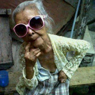 Emang cucu aja yang bisa eksis.. nenek juga bisa kali :3