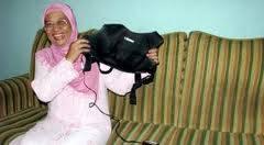 ALAT PEMBASMI KANKER PAYUDARA Di Tangerang ada ilmuwan pencipta alat pembasmi Kanker payudara dan otak namanya Warsito P. Taruno. Beliau peneliti Indonesia yg berkarir di Shizuoka University , Jepang. Kantornya di CTECH LABS (Center for Tomogra