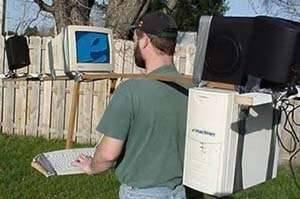 Hanya tidak mau ketinggalan informasi Di era berita sekarang , orang rela menyiptakan computer portable sendiri demi kenyamanan mengakses inforrmasi kmana pun ia pergi