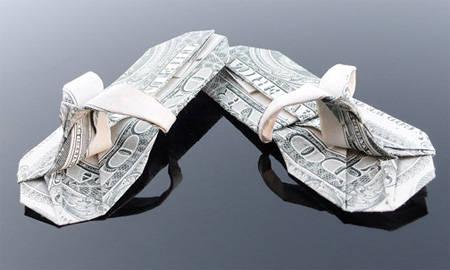 seldal yang terbuad dari uang dollar .... Wooww... o.O