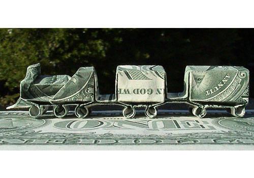kereta api terbuat dari uang kertas,,, ada yang bisa buat?.... Wooww.... O.o