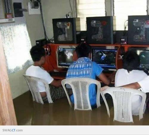 Gamer Sejati, Walaupun Apapun Rintangannya :D