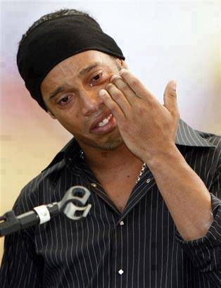 TURUT BERDUKA... Ronaldinhos father died yesterday after suffering a heart attack :( Hit Like If You Respect This Legend !!