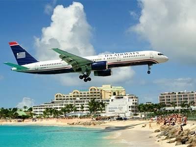 ini bukan ula sotosop, ini nyata pesawatnya mw mendarat! hanya di Princess Juliana International Airport - Simpson Bay, Saint Maarten