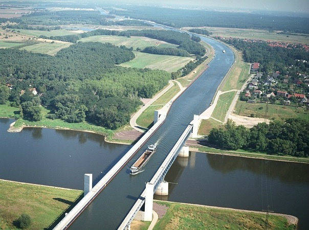 sungai diatas Sungai :Magdeburg Water Bridge , Jerman