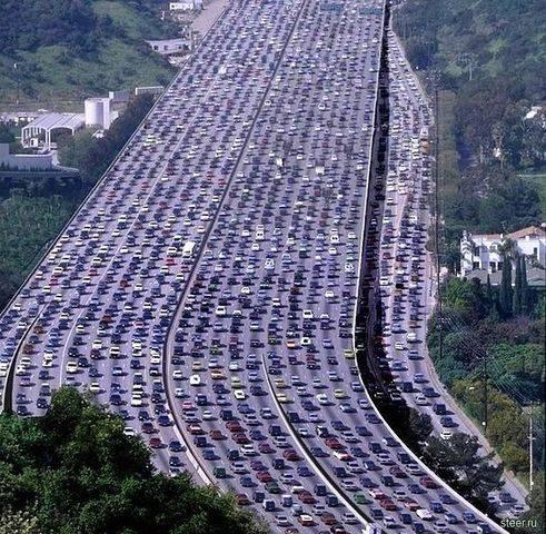 Kemacetan terpanjang di dunia tercatat di China,karena mencapai 260 km Jakarta belom ada apa-apanya Bro...........