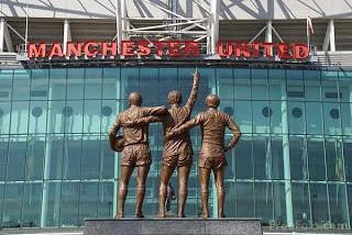 Manchester United adalah salah satu tim sepakbola terbaik di dunia. Maka tak heran jika mereka mempunyai home yang tak kalah terbaiknya di dunia, Old Trafford, itulah nama stadion kebanggan klub Manchester united United dan kebanggan seluruh pe