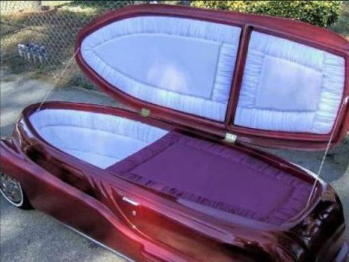 Haha mobil dengan desain peti mati ini di taksir menembus budget 1,5 M WOW
