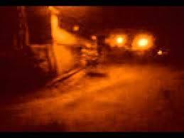 Sekilas foto ini tampak biasa saja tapi kalau loe bilang waw maka terlihatlah sosok hantu mengerikan