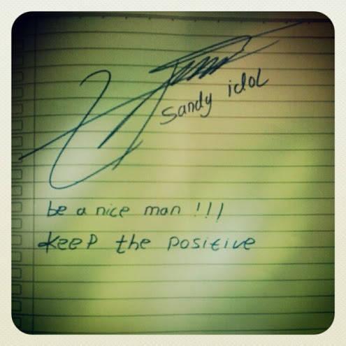 Dapet tanda tangan Sandy Idol Be a nice man !!! Keep the positive Adalah moto hidupnya Gbu kak sandy