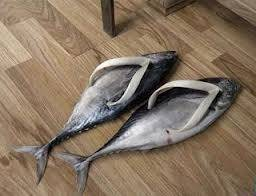 wow ternyata ikan bisa di buat menjadi sendal