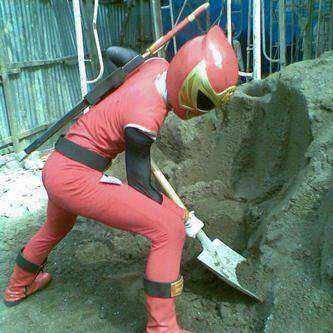 Tau Power Ranger Ninja Strom? inilah dia Sang pahlawan super kita sedang menolong warga :) jangan lupa Wow nya :D