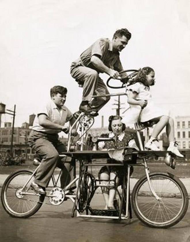 dulu pas zaman antomic (zaman yang belum modern), sepeda ini termasuk sepeda terunik pas zaman itu dan juga membuat sesuatu yang wow pada zaman kita ini (modern), nama sepeda ini adalah sepeda keluarga. wow,jangan lupa wownya ya. :D