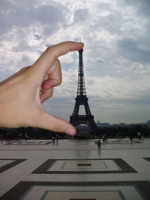 Pas Eiffel-nya Di Jari!