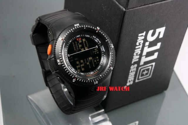 jam tangan milik SWAT harganya kemaren gw beli siih 200.000 ohh yaa, WOW nya doong!!!
