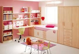 kamar tidur simpel buat anak perempuan :)