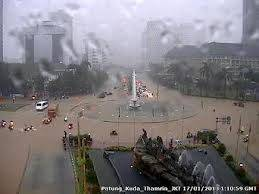 daerah jakarta di Bundaran HI ( hotel indonesia ) kebanjiran yg sngt tinggi !!!! Klik WOWWWW ya !!!!!! :)