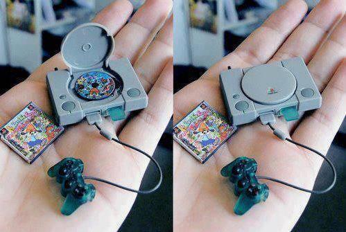 Playstation Terkecil,,, gimana cara mainin nya??... Wooww.... O.o