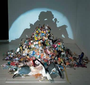 Tim Noble (1966) dan Sue Webster (1967) mengubah sampah menjadi seni yang menakjubkan. seni ini dikenal dengan dirty white trash Yg bilang WOW klik WOW ^_^