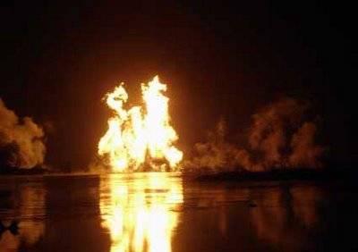 Pertamina di lokasi lumpur Lapindo, jalan Tol Porong-Gempol KM 38 tanggal 22 November 2006 lalu. Api yang membubung setinggi hampir 1 kilometer itu ternyata sempat membentuk lafal Allah dalam tulisan Arab beberapa saat.
