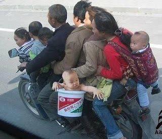 Mudik Pake motor satu keluarga ? bisa aja :D Coba minta WOW nya ya :D