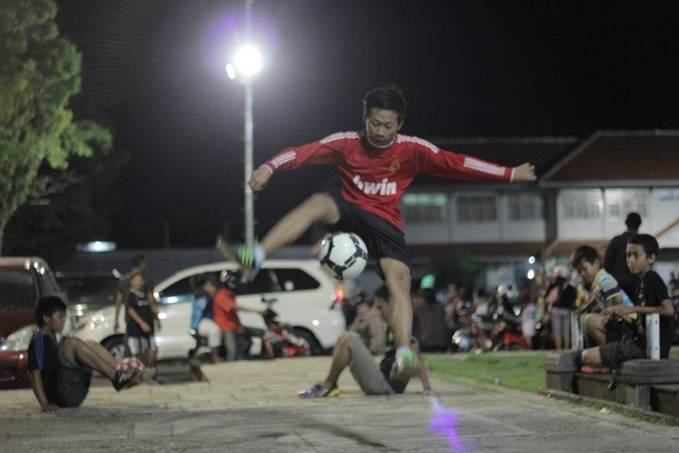Air Round World Style Actor : Grizenzio Orchivillando Hoby : Freestyle Football Tinggal : Cilacap, Jawa Tengah Cita-Cita : Menjadi Pemain Timnas Indonesia My Website : http://grizenzio.blogspot.com/