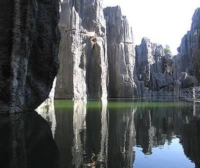 Keajaiban Dunia Pertama sejak Dinasti Ming, Hutan Batu Cina dibuat dengan batu gamping dalam bentuk pilar.