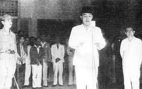2.1 Pertemuan Soekarno/Hatta dengan Jenderal Mayor Nishimura dan Laksamana Muda Maeda 3 Detik-detik Pembacaan Naskah Proklamasi 4 Isi Teks Proklamasi 4.1 Naskah baru sete