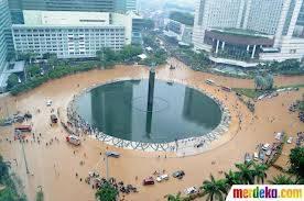 Banjir Di Bundaran HI... Seharusnya kita bertindak,jangan menunggu orang bertindak....