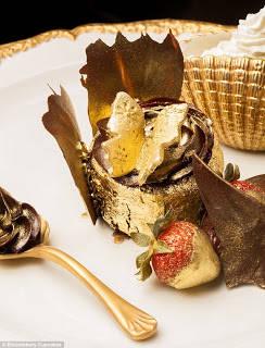 Jika sebelumnya ada sebuah cupcake termahal dengan berlian sebagai topping-nya, saat ini ada sebuah cupcake yang menarik perhatian para penikmat dessert ini. Sebuah cupcake bernama The Golden Phoenix menjadi cupcake termahal. Seperti namanya,