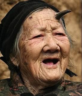 WOW nenek berusia 83 th mmpnyai tanduk ckckckckkc WOWny jgn lpa ya