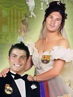 sungguh tak terduga, dua pemain sepakbola terbaik di dunia ini akhirnya megucapkan ijab kabul dan resmi menjadi pasangan suami istri($%^&*!#) hahaha...ngarep, gak bakalan terjadi