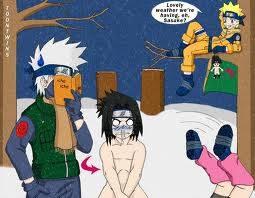 Sasuke bukannya pake baju lagi musim dingin lagi ^^