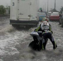 Valentino Rossi Pun Merasakan Dampak dari Banjir Jakarta :D !!