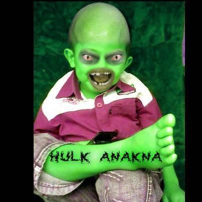 hulk anaknya. berkeliaran di mana-mana kunci pintu wc anda hulk ini memakan odol..... hati-hati yaaa wow biar ngga berkeliaran