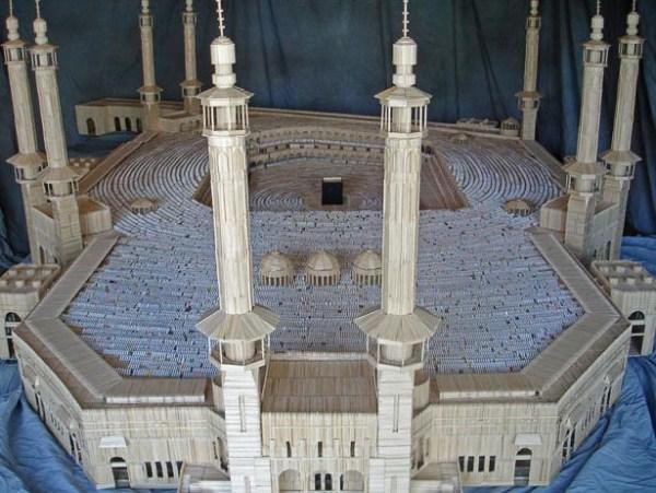Loe harus bilang WOW, miniatur kabah ini terbuat dari ribuan bahkan jutaan tusuk gigi yang di buat oleh Stan Munro