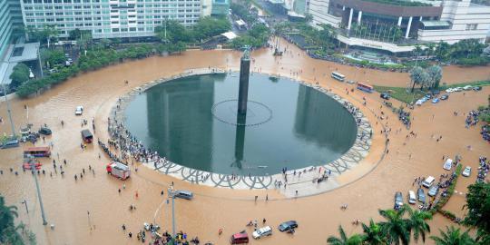 Air di Jakarta akan surut ketika smua koruptor sdh hanyut terbawa air !!!