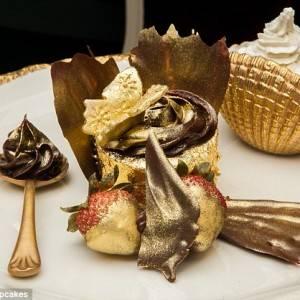 Cupcakes berlapis emas ini adalah yang termahal di Dunia Hanya dengan mendengar namanya siapa saja dapat menembak bahwa The Phoenix Gold ini bukanlah kue mangkuk (cupcake) biasa. Dibanderol dengan harga 645 poundsterling (Rp 9,4 juta),