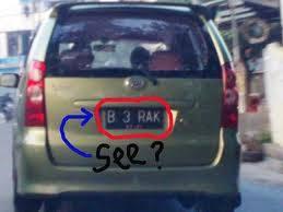 coba baca huruf di plat mobil ini dan tulis di koment dan jangan lupa klik wow nya