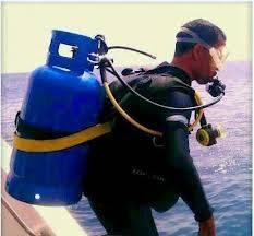 Ini baru yang namaa penyelam profesional... :D :D :D