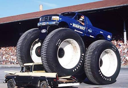 Bigfoot 5 merupakan truk monster terbesar dan terberat di dunia. Bodinya dari pickup Ford F250 tahun 1996 dengan mesin 460 cu inch V8 sabagai sumber tenaganya. Bigfoot memiliki berat 28.000 pound dan tingginya mencapai 15 kaki 6 inci.