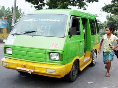 Kebesaran Hati Supir ANGKOT Di Bogor Masih banyak orang baik, cerita ini saya dapatkan waktu saya iseng bareng teman saya naik angkutan kota dari Darmaga menuju Terminal Baranang siang, kota Bogor. Pengemudi angkot itu seorang anak muda, dida
